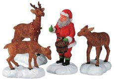 Santa Feeds Reindeer, Set Of 4, babbo natale con renne, 52146 Lemax